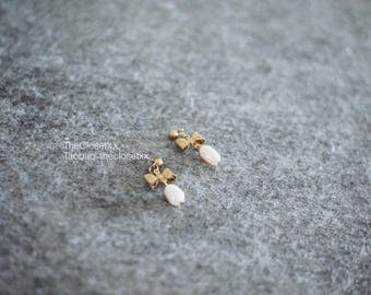 Bow and Fresh Water Pearls Earrings