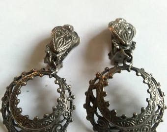 Vintage Decorative White Metal Dangle Clip On Earrings