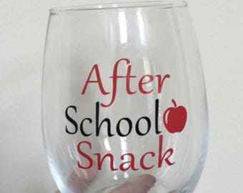 Teacher wine glass. Teacher gift. Best teacher gift. Teaching is a work of heart. I teach what's your superpower. Keep your apple