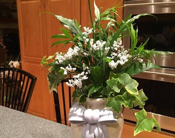 Lily In White Live Planter