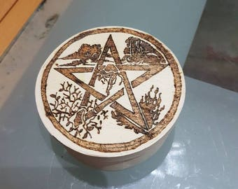 9.5 cm diameter wooden box with engraving to painting booth
