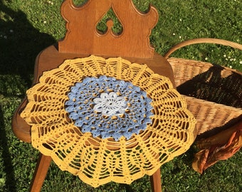 Set of 3 round crocheted doilies