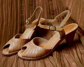 Vintage Qualicraft Tan Leather Huarache Slingback Sandals / Shoes // Size 7 ~ 7B