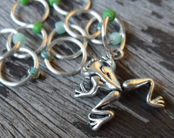 Medium Snag Free Knitting Stitch Markers Silver Tone Frog Charm Green Mix Seed Beads Fits Needles Up To 6.5mm