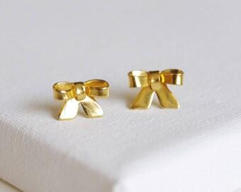 SALE . gold bow earrings . bow stud earrings . ribbon stud earrings . gold bowknot studs . simple ribbon earrings . knot studs // SWTN