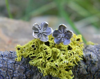 forget-me-not post earrings - sterling silver - oxidized