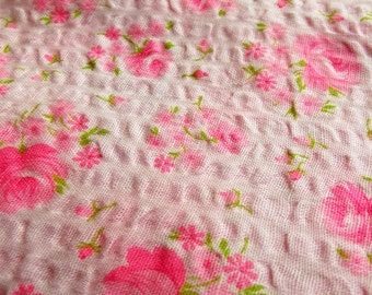 Vintage Fabric - vibrant pink flowery cotton  - a  fabric fat quarter