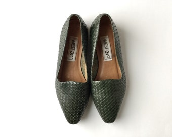 vintage woven leather flats in dark forest green with pointed toe / 7M 6.5 / free US shipping