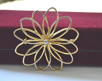 Gold Brooch, Flower Brooch, Large Floral Pin, Goldtone Flower Brooch, 1970's Brooch, Vintage Flower Brooch