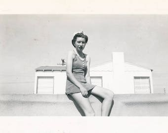 vintage photo 1945 Thin Teenage Girl Swimsuit on Wall White house Snapshot