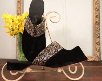 Vintage Caprimi Genie Shoes Black Velvet metallic Embroidery 8N Lounge NIB