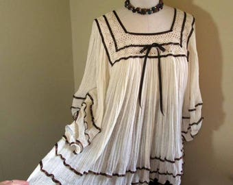 Boho Mexican top 70s Vintage Boho Cream Lace Mexican Blouse Brown satin ribbon Cotton Gauze boho top M