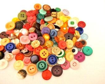 140 Buttons,  antique and vintage plastic buttons,SMALL BUTONS, 140 designs in great price