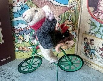 Needle felted Mouse with chickens: Picking up chicks