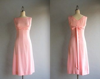 1960s Dress / Vintage 50s 60s Pale Pink Bow Back Dress / 60s Slim Fitted Sleeveless Empire Dress
