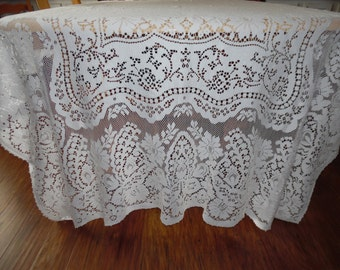 Vintage White  Lace Overlay or Lace Tablecloth Lace Netting With A Scalloped Edge ECS SVFT