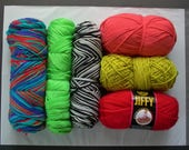 yarn grab bag 19.8oz 561g . acrylic destash yarns . dk worsted aran chunky . lion brand caron bernat red heart solid brights multi color