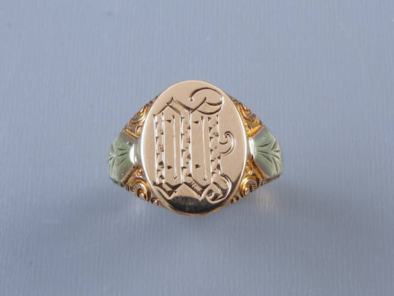 Mans antique Edwardian 6.8 gram 10k two tone gold carved signet ring signed Ostby Barton, size 10-1/4 / letter W