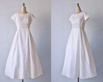 Vintage 1950s White Lace Wedding Dress / Lace Dress / Short Sleeves / Size Medium