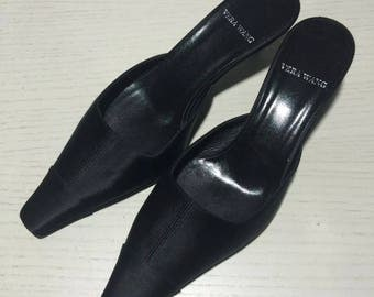 Vera wang pointed black satin mules vintage size 6