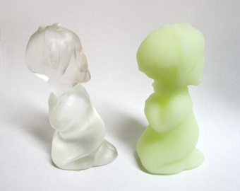 Two Praying Child Fenton Figures Crystal Velvet Custard Glass