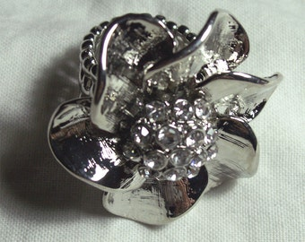 Rhinestone Flower Stretch Ring Size 6-12 Silver Metal Mad Men Style