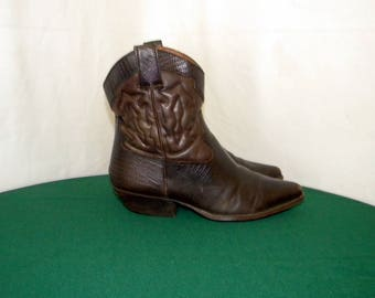 9West Sz 8.5 Vintage Women brown leather 1980s western style ankle boots.