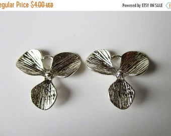 SALE Silver plated flower connector- 16x16mm- 1 Pair