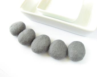 Flat felted wool pebbles  // dark gray // Room decoration, wool ornaments, felt stones, beach pebbles, wool home decorations, felt jewelry