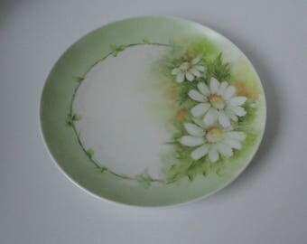 Vintage Hand Painted Daisies Porcelain Plate.