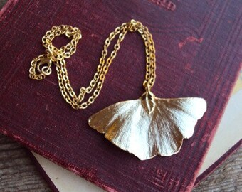 Vintage Gold Leaf Ginko Pendant Necklace Gold Dipped Leaf Butterfly Leaf 18 inch Chain Antique Gold Tone Metal 1970s Pendant Boho Layering