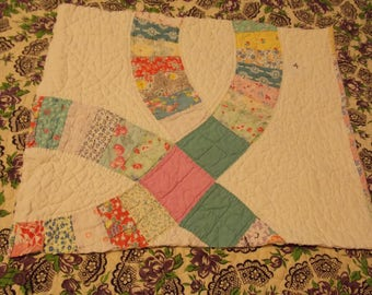 Vintage Cutter Quilt Piece~Large Wedding Ring Quilt Pattern~DIY Crafting