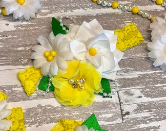 Baby Girl Daisy Fabric Headband, Yellow White Green Summer First Birthday Outfit, lace, pearls, Fabric Flowers, Newborn Gift, Over the top