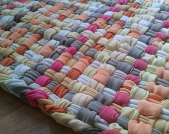 "Cottage Style Woven Looper Rug Springtime Sorbet Bathroom Mat Absorbent Soft to Bare Feet Measures 22"" x 28"""