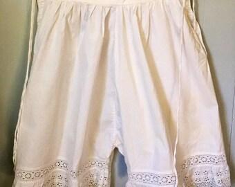 Antique Edwardian Victorian bloomers, pantalettes, vintage underwear. Small. Hand needlework. White cotton. Steampunk. Festival. Wedding