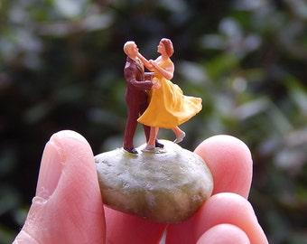 Tiny Terrarium People Fairy Garden Accessory Diorama Ho Scale Couple Dancing Dancers Love Dance DC002