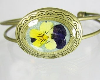 Locket Bracelet ,Johnny Jump Up,  Real Flowers, Antiqued Brass, Resin (1962)