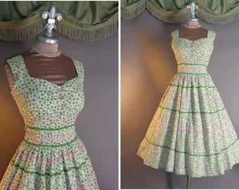 1950s dress vintage 50s PINK GREEN ROSES cotton rose print white sweetheart full skirt day to party dress