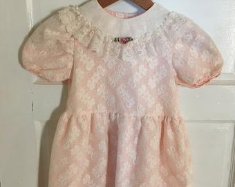 Vintage Lace Dress. Size 6. 1980s Peach Lace Dress. Vintage Girls Clothes. Sweetheart Rose. School Dress, Church Dress. Fancy Dress.