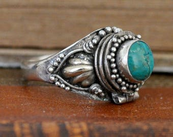 HIDDEN SECRET  vintage find handmade Navajo sterling silver small turquoise stone poison ring U.S size 5