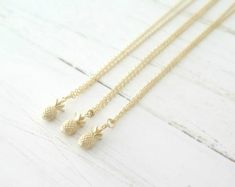 Pineapple Necklace / Gold Pineapple Necklace / Layering Necklace / Tropical Necklace / Fruit Necklace / Simple Necklace / Bridesmaid Gift