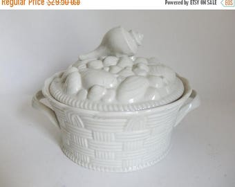 Vintage 1970's Thick Porcelain OARBONE Shells in a Basket Baking Casserole Dish