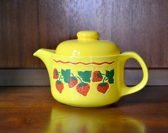 vintage ceramic strawberry waechtersbach tea pot / west german pottery / spring strawberry