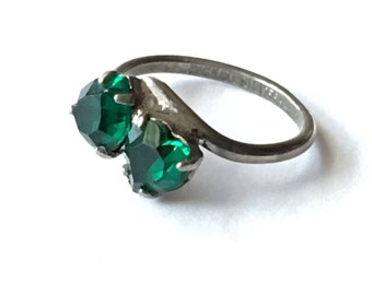 Vintage Emerald Green Double Heart Sweetheart Ring Small Size