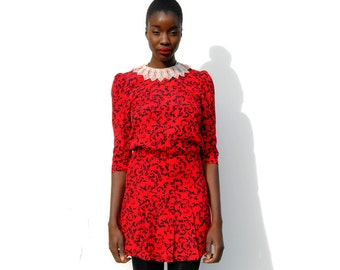 Red and black patterned minidress with lace neckline 1990s 90s VINTAGE