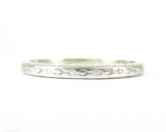 Art Deco Engraved Wedding Ring, Platinum Band. Floral Pattern by Orange Blossom Traub. Circa 1920s, Size L / 6.