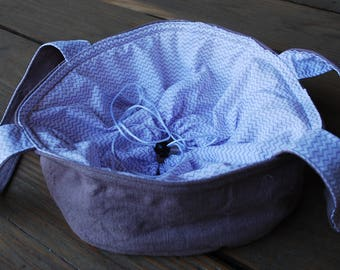 Cake carrier, casserole bag, mauve/taupe round with drawstrings