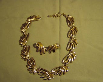 Vintage Monet Signed Yellow Gold Tone Necklace & Clip Earrings Set Mid Century Modern Design 9163