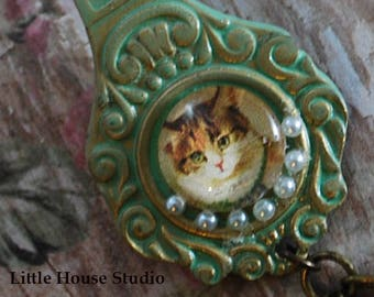 Cat Cameo Necklace, Cat Jewelry, Cameo Jewelry, Cameo Necklace, Calico Cat, Cat Necklace, Cat Cameo Pendant,  Vintage Cameo,  Cat Cameo,