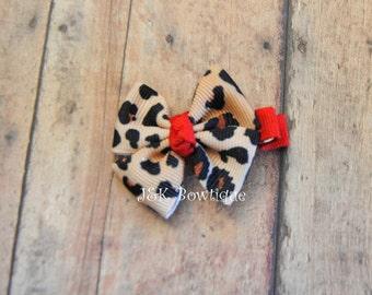 Leopard hair bow, mini bow, small hair bow, toddler hair bows, baby hair clips, girls hair bows, baby hair bows